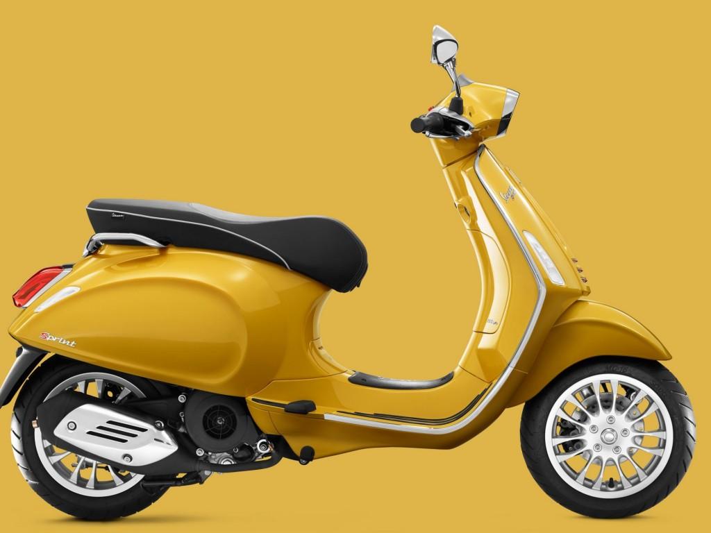 Vespa Sprint yellow