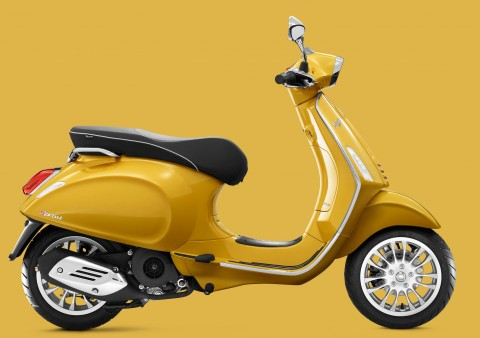 Vespa Sprint yellow
